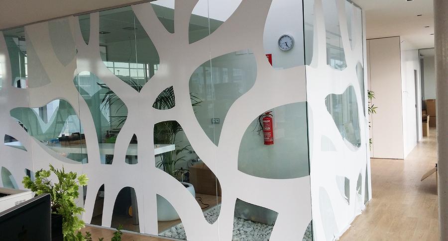 Instalación de vinilos oficinas